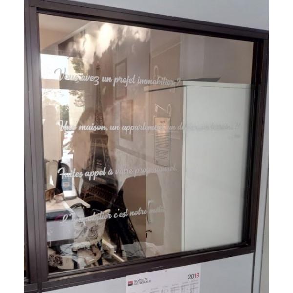 Pose film effet sablage sur vitrage intérieur de bureau